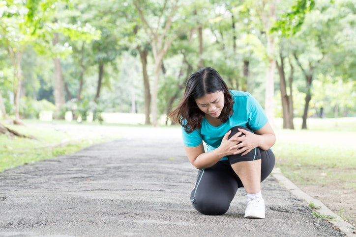 Knee pain in women: Causes, symptoms, and treatment